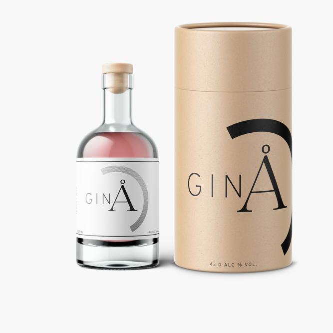 å gin pullo ja lahjapakkaus